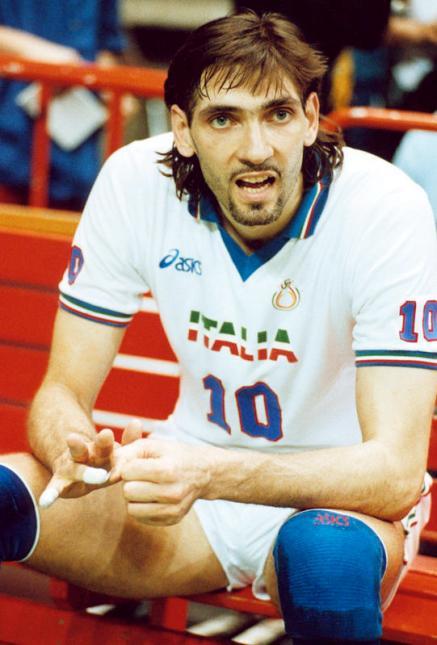 """Tanti auguri a Luca Cantagalli, il """"bazooka"""" della generazione dei fenomeni guidata da Julio Velasco vincitore di due mondiali e tre europei."""