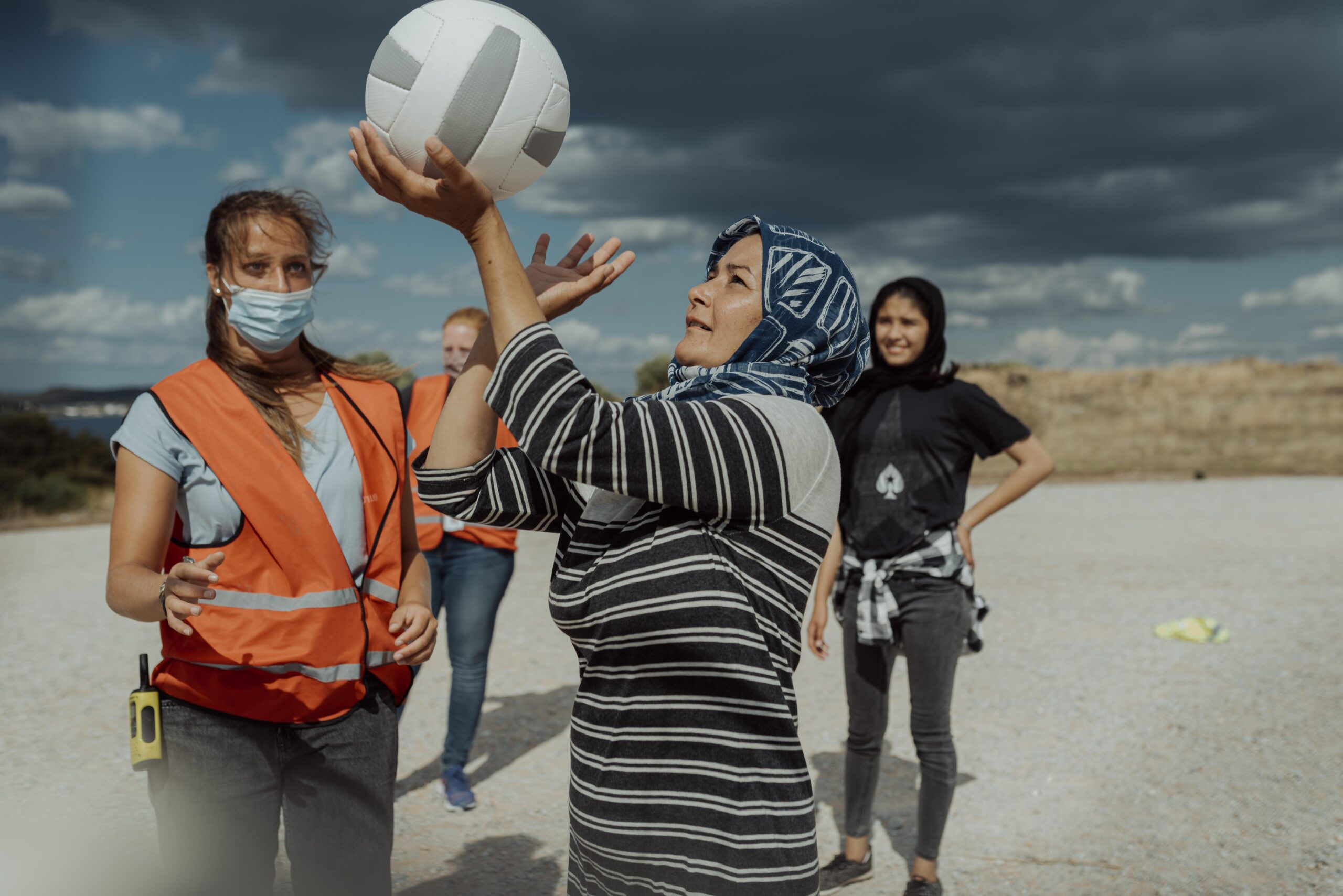 Insegnare pallavolo nei campi profughi in Grecia: il racconto di Ruth